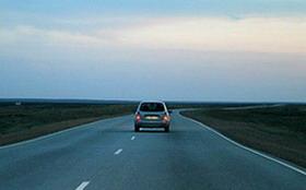 Вождение автомобиля по скоростному шоссе или трассе